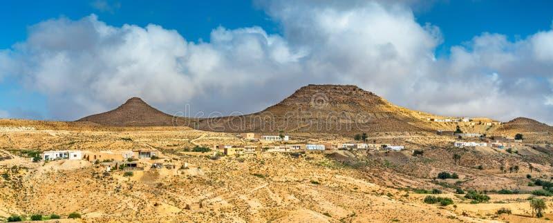 Typisch Tunesisch landschap in Ksar Ouled Soltane dichtbij Tataouine royalty-vrije stock afbeeldingen