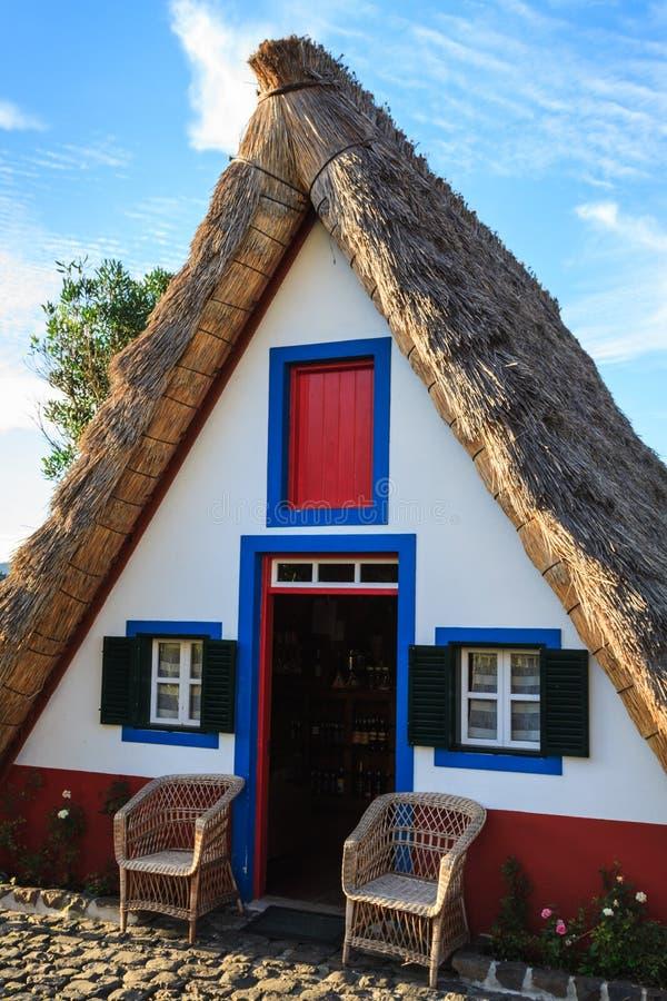 Typische alte h user auf santana madeira insel portugal for Haus auf madeira