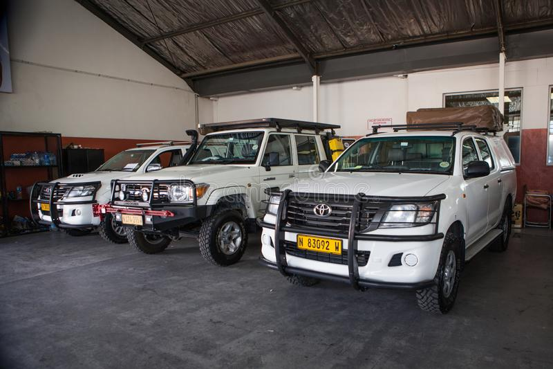 Typische Autos nicht für den Straßenverkehr am Verleih in Windhoek, Namibia lizenzfreie stockbilder