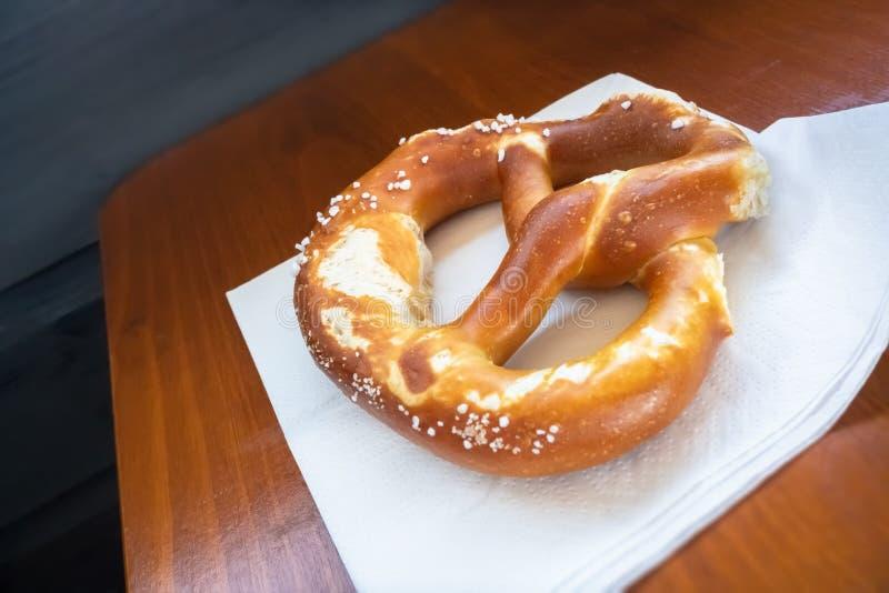 Typische Beierse pretzel royalty-vrije stock foto