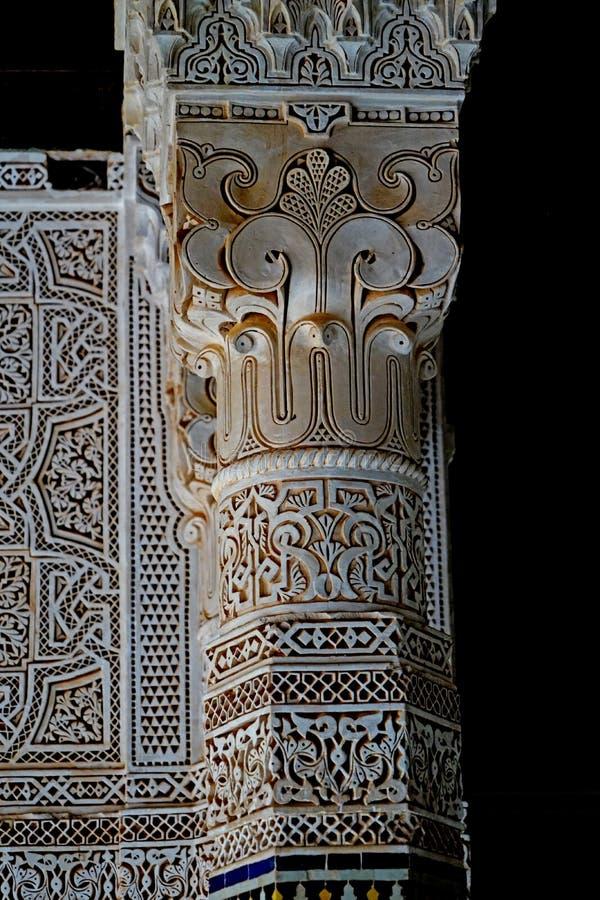 Typische Berber verfraaide kolom bij qasba van Tobius ` s in Marokko na de regen stock fotografie