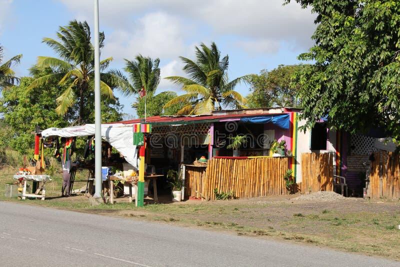 Typischer Straßenrand-Frucht-Stand in Antigua Barbuda stockbilder