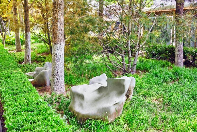 Typische Chinese tuin, park met bizarre rotsen Peking stock foto