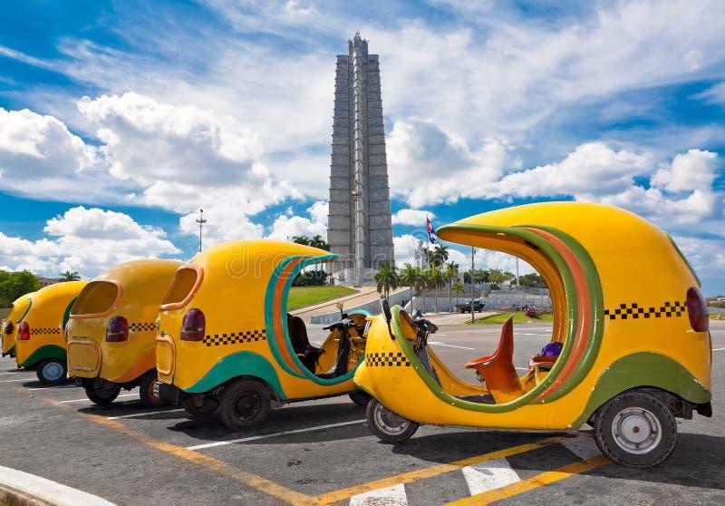 Typische Cubaanse taxis in Havana stock foto's