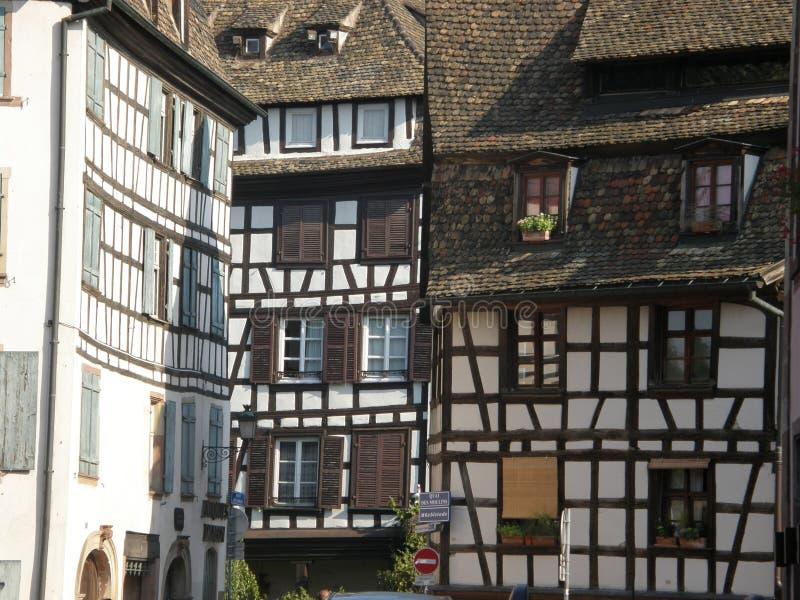 Typische Fachwerk- Häuser in Straßburg lizenzfreie stockfotos