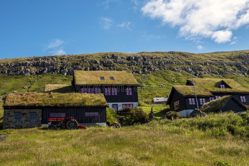 Typische Faroese blokhuizen van landbouwers in Kirkjubour-Dorp royalty-vrije stock afbeeldingen