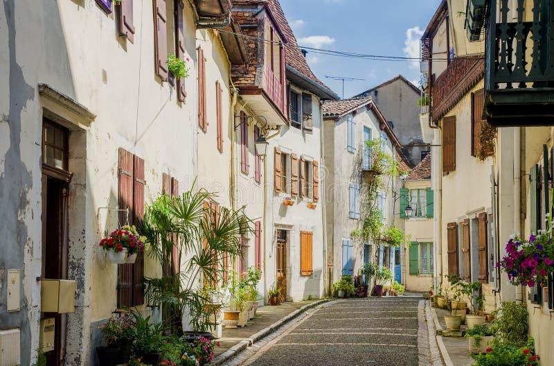 Typische Franse straat in salies-DE-Bearn royalty-vrije stock afbeeldingen