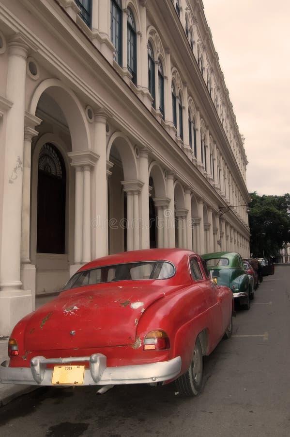 Typische Havana-Straße lizenzfreie stockfotos