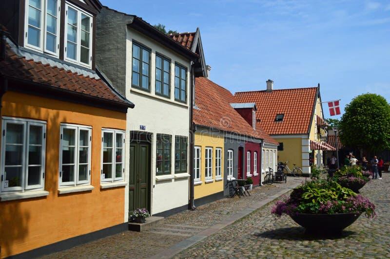 Typische helder gekleurde de 17de eeuw Deense rijtjeshuizen stock foto