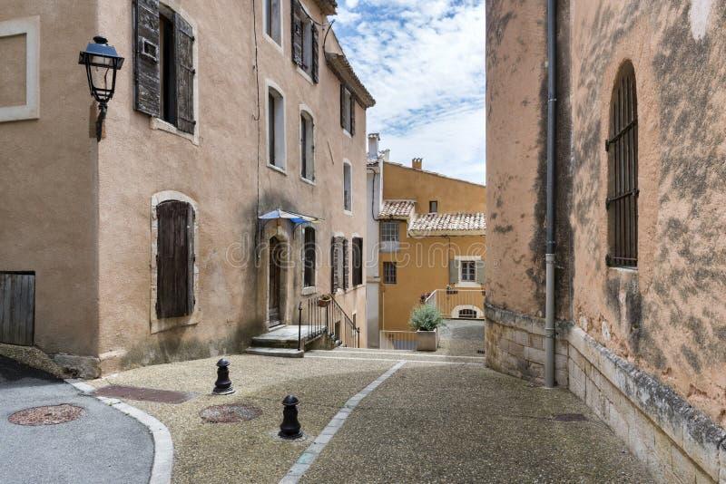 Typische huizen in heilige-Saturnin-les-Geschikt dorp stock afbeeldingen