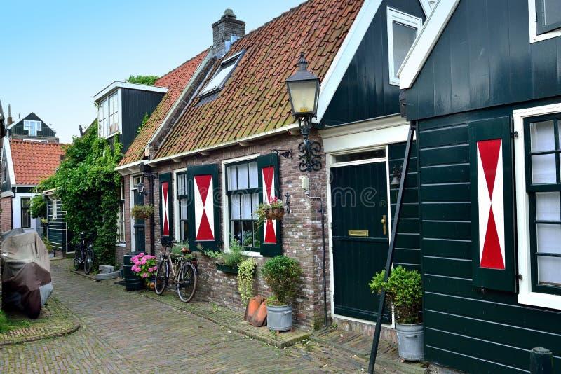Typische huizen in Volendam, Holland stock afbeeldingen