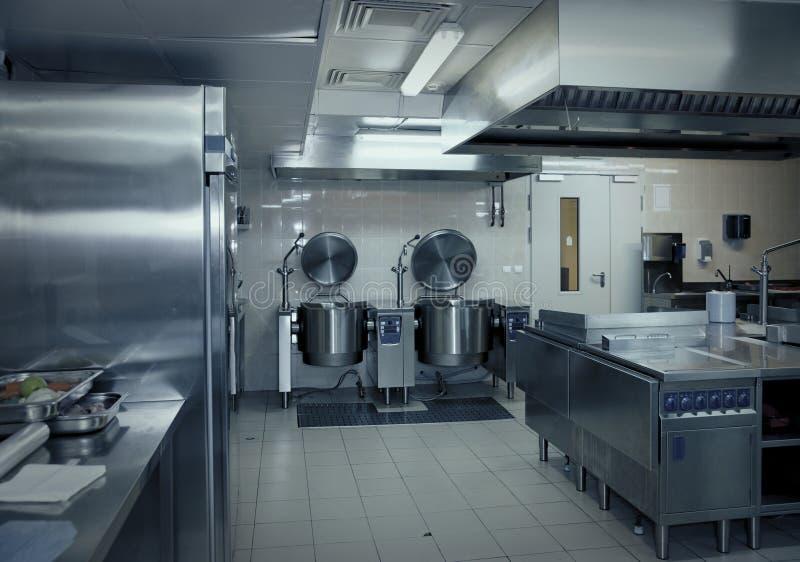 Typische Küche eines Restaurants lizenzfreie stockbilder