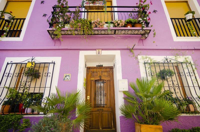 Typische mediterrane geschilderde huizen stock foto