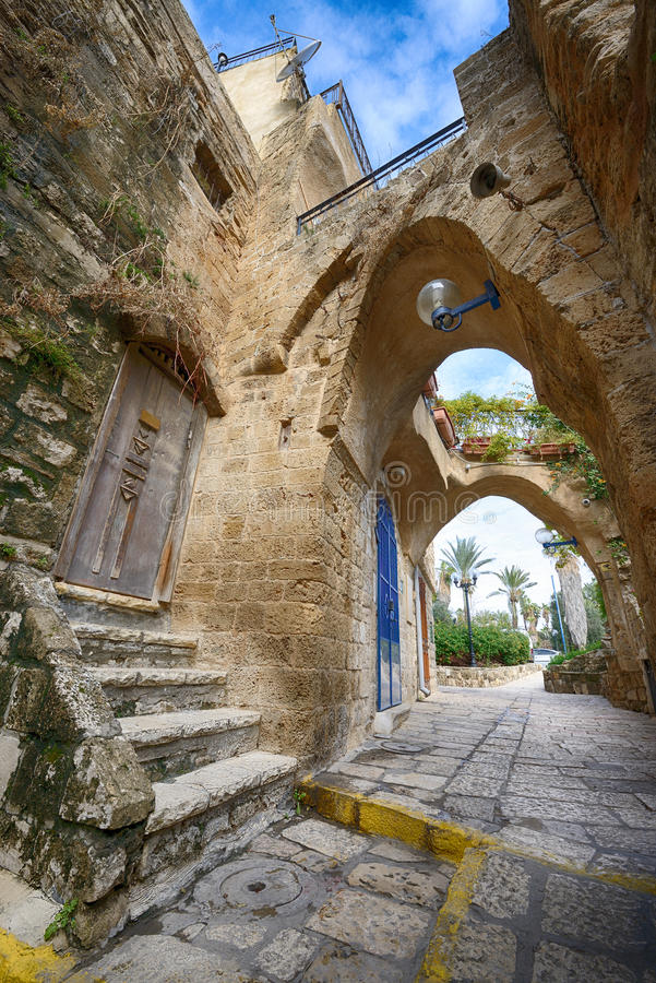 Typische mening van de smalle oude steeg van Jaffa ` s stock foto