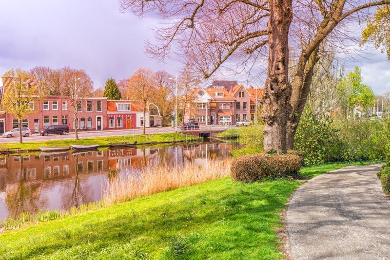 Typische mening van een kleine Nederlandse stad stock afbeeldingen