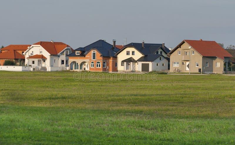 Typische moderne Wohnhäuser, Kroatien lizenzfreie stockfotografie