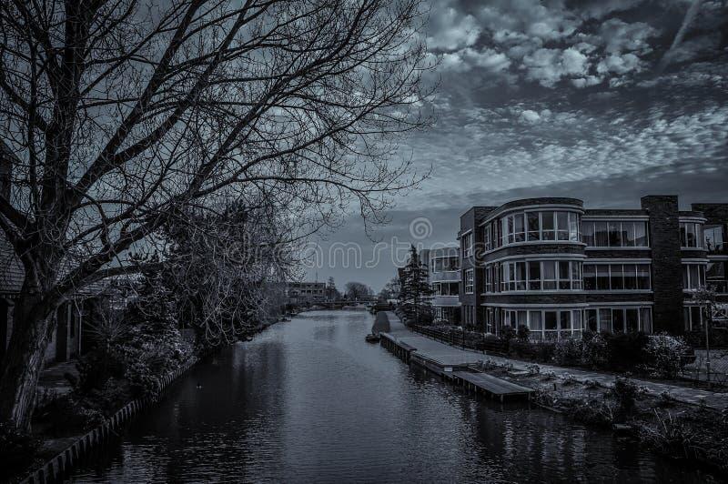 Typische niederländische Skyline lizenzfreie stockfotografie