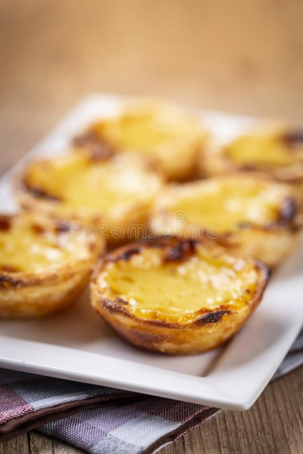 Typische portugiesische Vanillepuddingtorten, ` Pastel de Nata ` oder ` Pastelldes Belem ` stockfotos