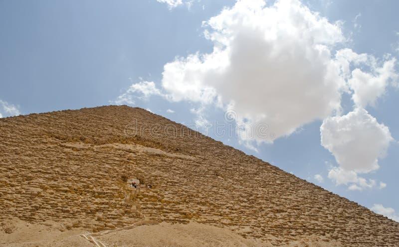 Typische Pyramide in Ägypten lizenzfreie stockfotografie