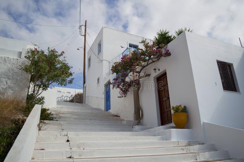 Typische rehabilitierte Häuser in Adamantas, Milos, Griechenland lizenzfreies stockfoto