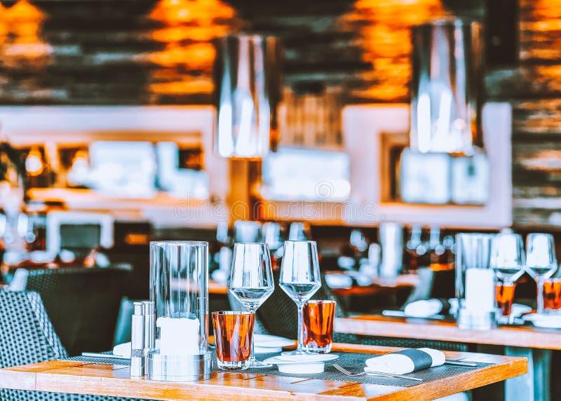 Typische restaurantlijst bij de romantische stad van luxeascona royalty-vrije stock afbeeldingen