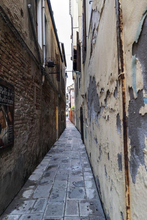 Typische schmale Gasse von Venedig nannte ` Masena-` lizenzfreies stockfoto