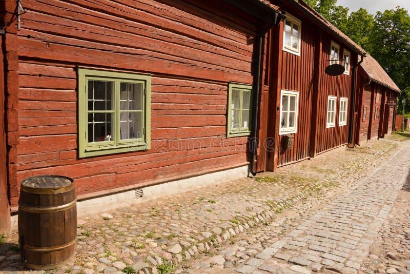 Typische Skandinavische houthuizen. Linkoping. Zweden stock afbeeldingen