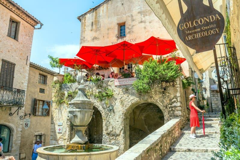 Typische smalle straat in Heilige Paul de Vence, Frankrijk royalty-vrije stock foto's