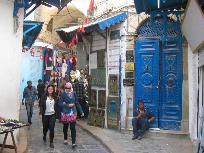 Een straat in souk. Tunis. Tunesië stock afbeelding