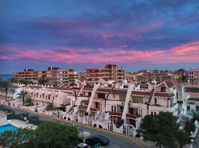 Typische Spaanse urbanisatie bij zonsondergang royalty-vrije stock foto