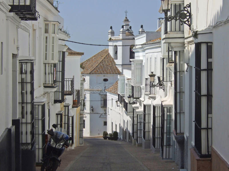 Typische Straße in Medina Sidonia, Andalusien, Spanien lizenzfreies stockfoto