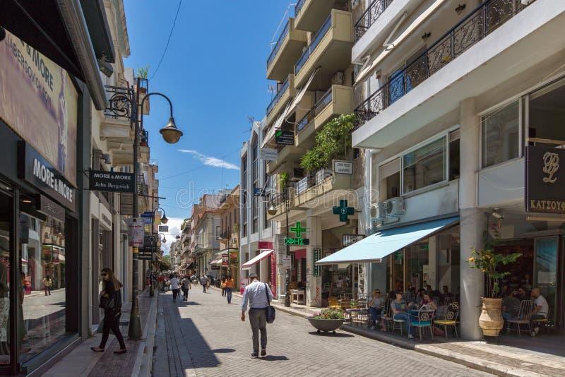 Typische Straße in Patras, Peloponnes, West-Griechenland lizenzfreie stockfotografie