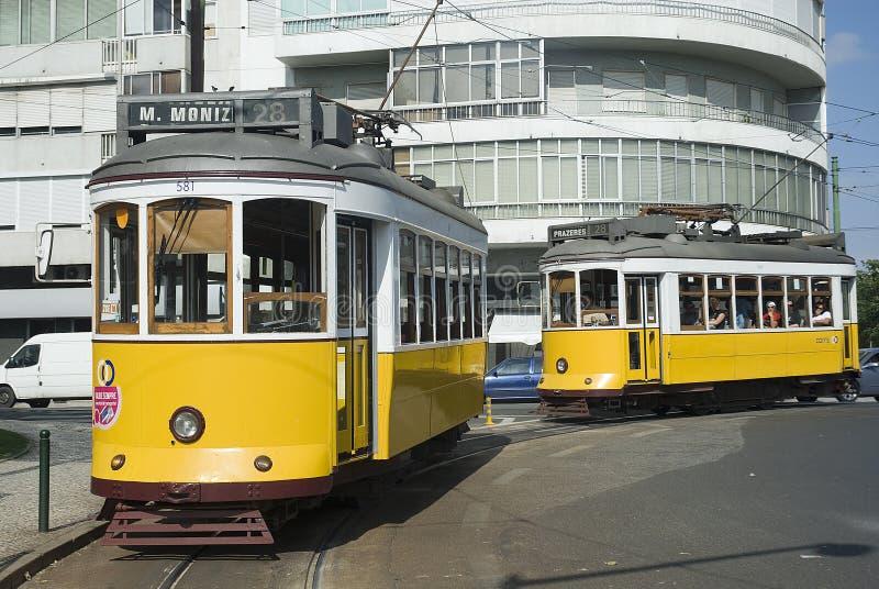 Typische Straßenbahn in Lissabon, Portugal, Europa stockbilder