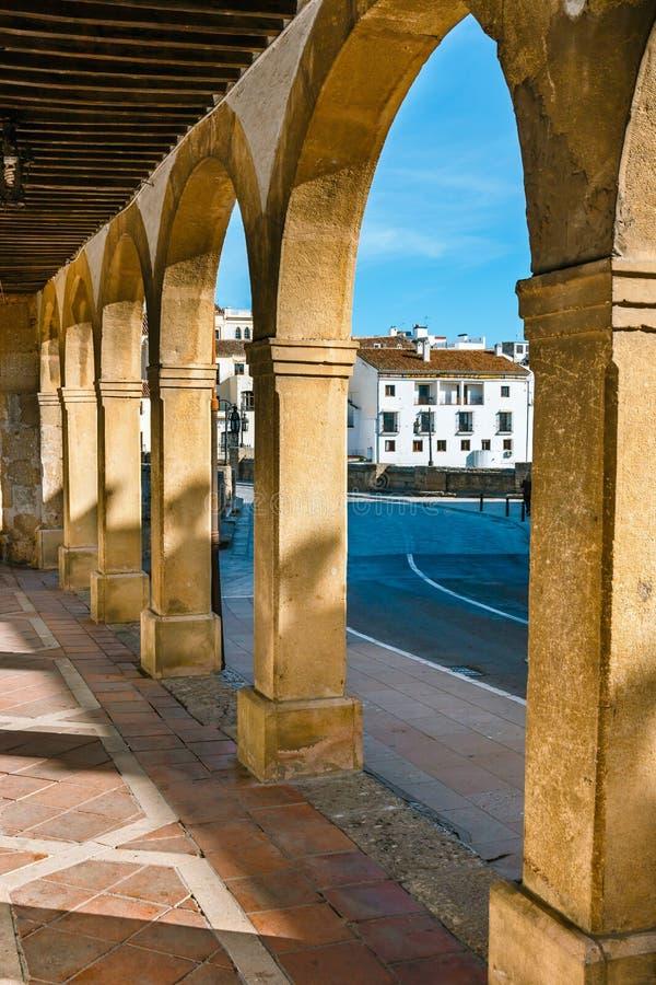 typische straat in historisch district van Ronda, Spanje stock afbeeldingen