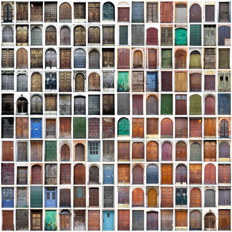 Typische uitstekende houten deurencollage stock fotografie