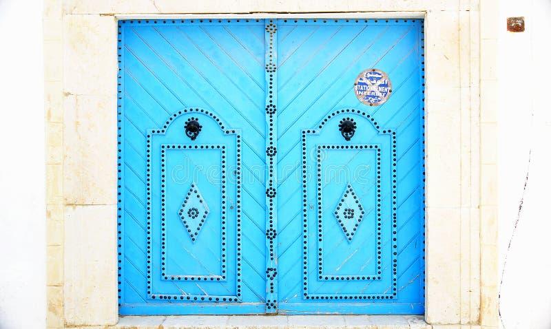 Typische verzierte Tür in Sidi Bou Said stockfotografie