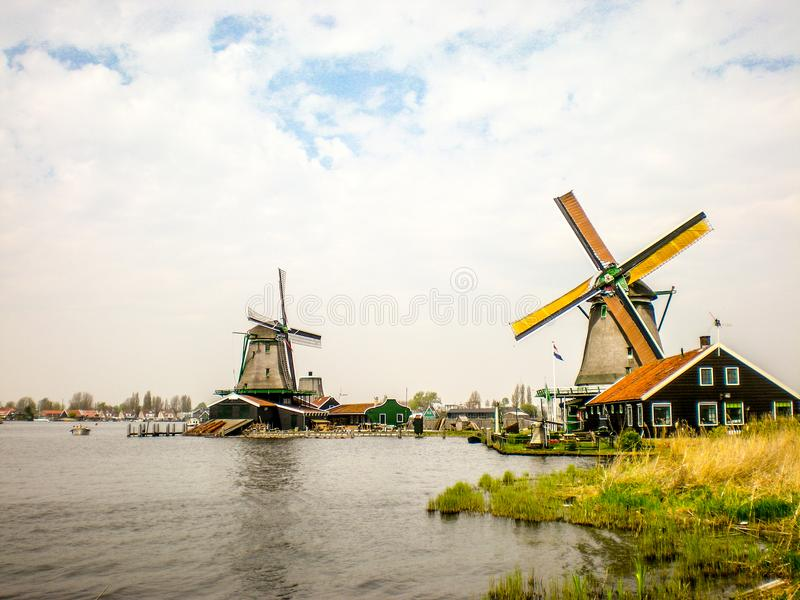 Typische windmolens in Holland, Zaanse Schans dichtbij Amsterdam royalty-vrije stock foto