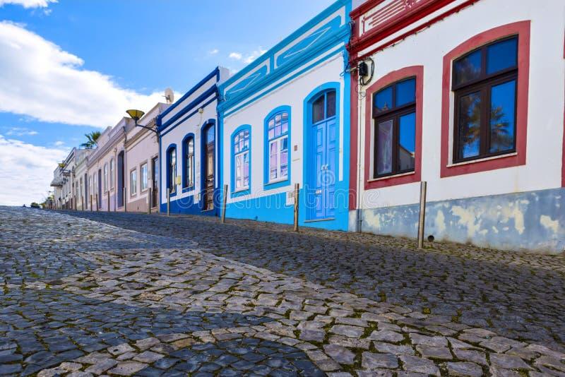 Typische woonstraat in oude stad Reg. van van Lagos, Algarve stock foto