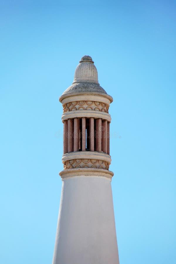 Typischer Algarve-Kamin lizenzfreie stockbilder
