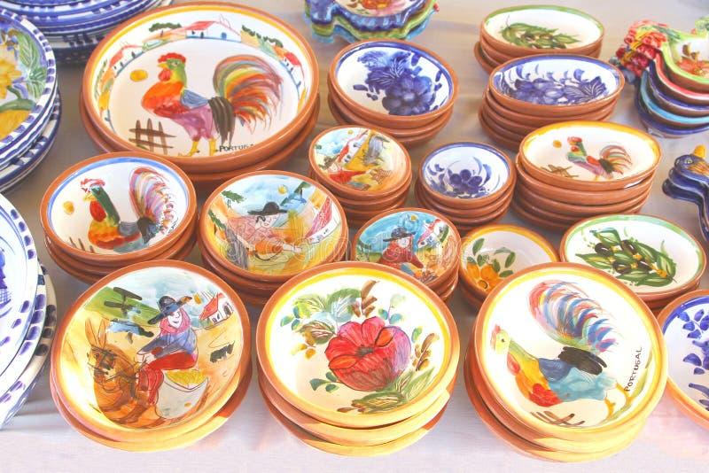 Typischer keramischer Tonwarenhahn, Markt, Portugal stockbilder