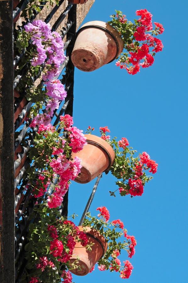 Typischer spanischer Balkon lizenzfreie stockbilder
