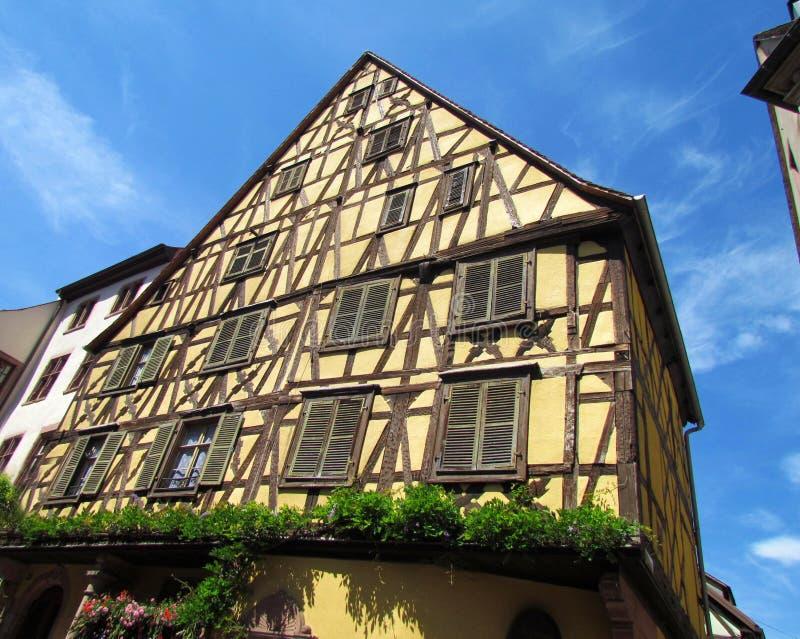 Typisches fachwerk Haus bei Riquewihr, Elsass, Frankreich stockbild