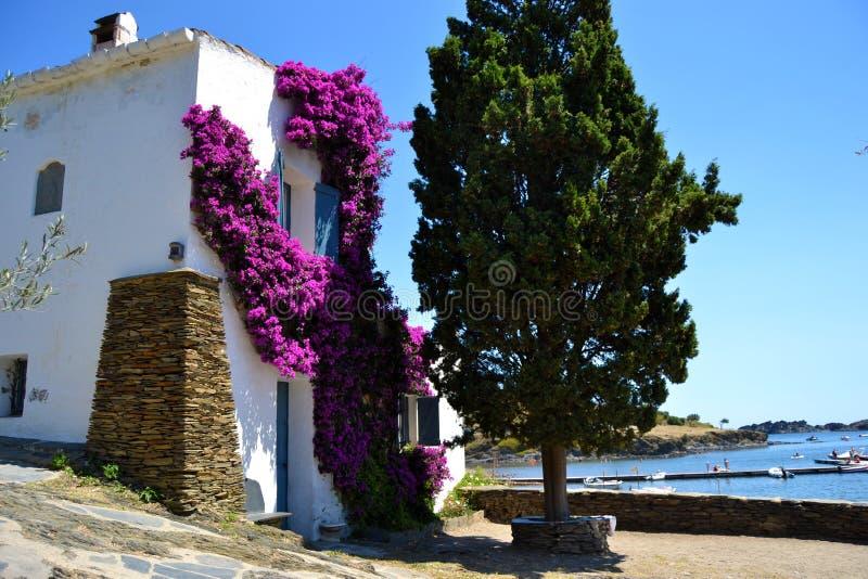 Typisches Haus an der Mittelmeerlandschaft stockfoto
