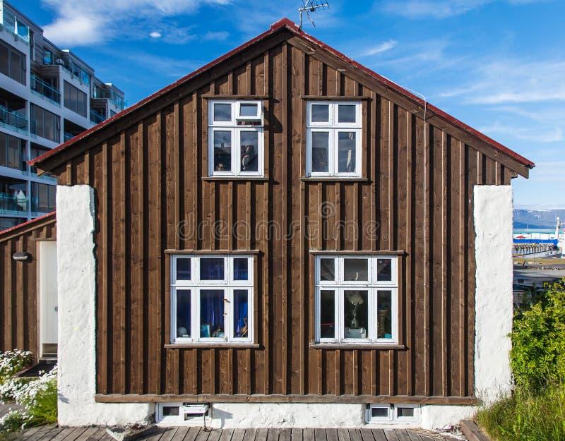 Typisches isländisches Holzhaus in Reykjavik lizenzfreie stockfotos