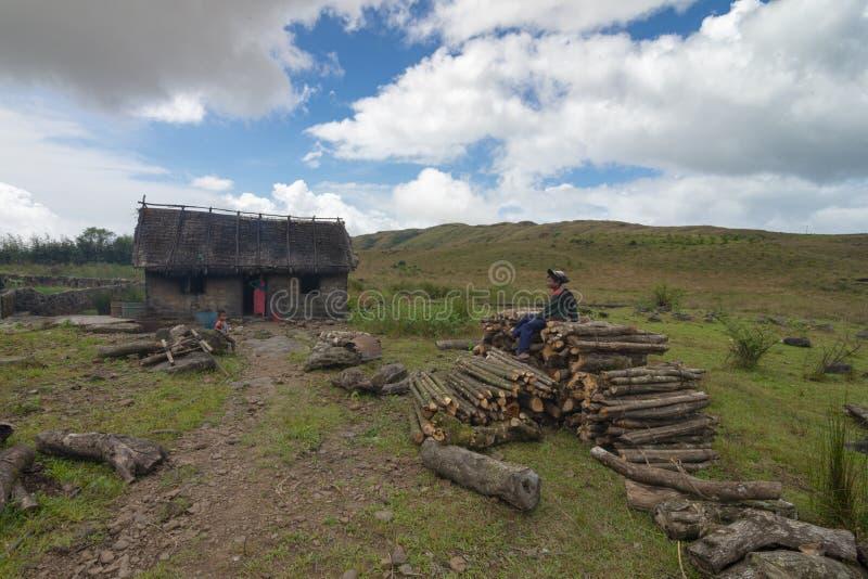 Typisches Khashi-Hügel-Dorfhaus nahe Cherrapunjee, Meghalaya, Indien lizenzfreie stockfotos