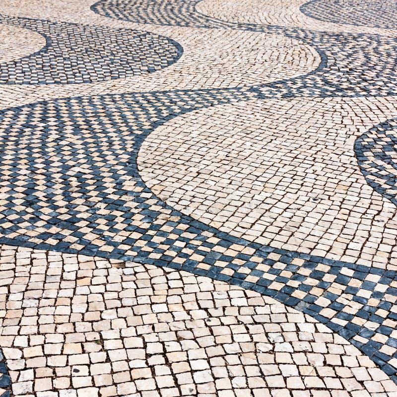 Typisches Kopfsteinpflasterung iin Lissabon, Portugal lizenzfreie stockbilder