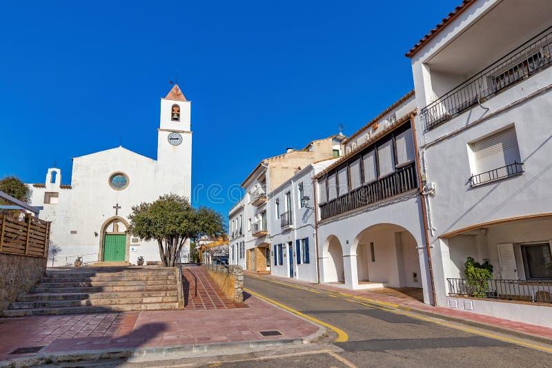 Typisches Straßendetail in einem kleinen Dorf Calella-De Palafrugell Costa Brava, Spanien lizenzfreie stockfotos