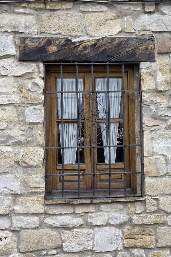 Typisk Andalusian fönster i ett traditionellt hus av Ubeda royaltyfri fotografi