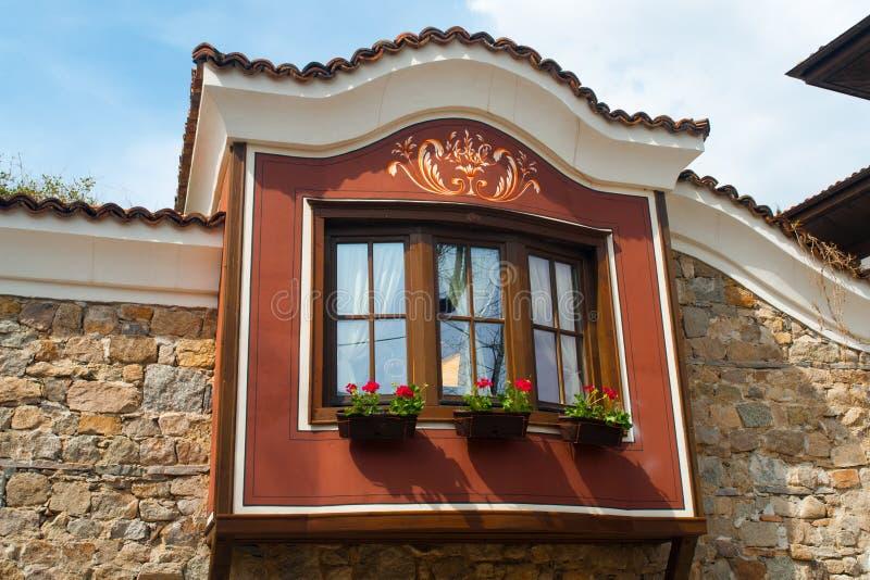 Typisk arkitektur, historiska medeltida hus, gammal stad arkivfoton