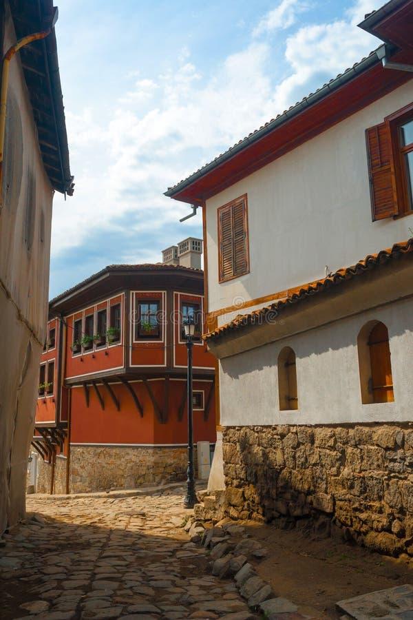 Typisk arkitektur, historiska medeltida hus, gammal stad royaltyfria foton